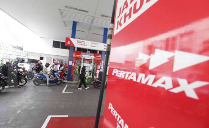 Pengisian bahan bakar di SPBU Pertamina, Jakarta Selatan